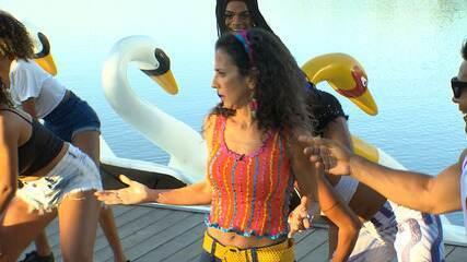 Jojo Todynho e outros artistas dão uma forcinha para Maria aprender os hits de verão