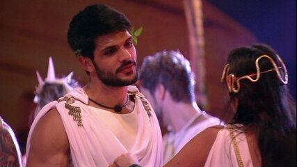 Lucas fala para Ana Paula: 'Que bom que você ficou'