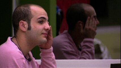 Mahmoud desabafa: 'Queria muito tirar minha sobrancelha'