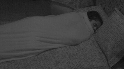 Todos os brothers do Quarto Tropical dormem
