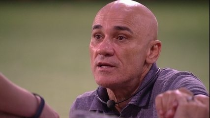 Ayrton especula sobre votos do Paredão com Ana Clara, Gleici e Mahmoud