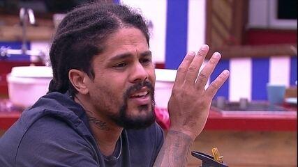 Viegas reclama sobre brothers que desculparam Mahmoud: 'Bateram palmas'