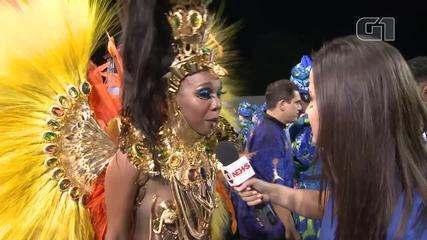 Após problema com fantasia, rainha de bateria da Unidos do Peruche consegue desfilar