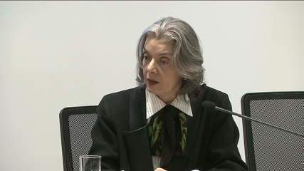 Ministra Cármen Lúcia faz discurso em evento e ressalta importância da justiça