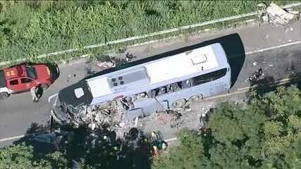 Acidente entre ônibus e carreta mata sete pessoas na BR-020