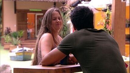 Patrícia dedica música a Lucas: 'Morrendo de me declarar para ti'