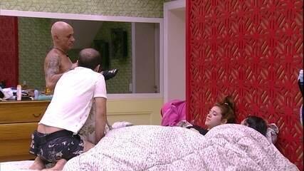 Ayrton alerta Ana Clara, Mahmoud e Gleici: 'Estão falando muito de jogo'
