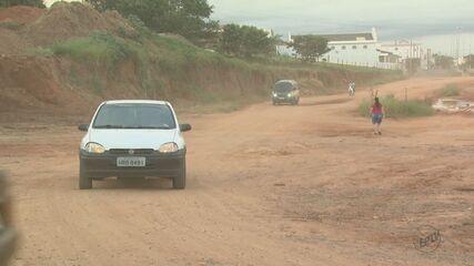 Obra inacabada gera poeira e incomoda moradores de São João da Boa Vista, SP