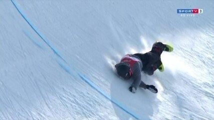 Suíço Joel Giseler sofre queda feia durante competição do esqui half pipe