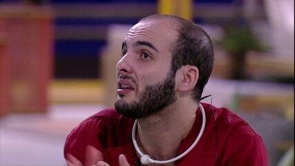Mahmoud avisa: 'Focado em resolver meus conflitos com o trio'