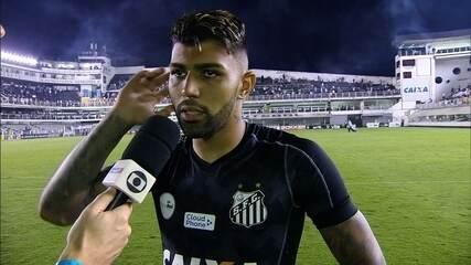 """""""Eu não ouvi"""", diz Gabigol, sobre cartão que o tirou do clássico contra o Corinthians"""