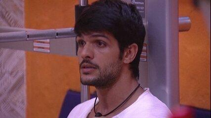 Lucas se comprara com Kaysar e questiona: 'Será que o brasileiro quer me ver aqui?'