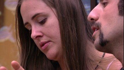 Kaysar diz para Patrícia por que Lucas a chamou de planta: 'Você está próxima de mim'