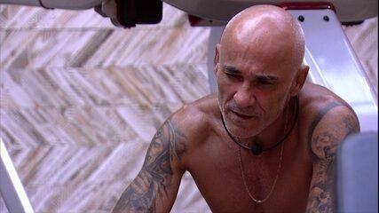 Ayrton comenta experiência de estar confinado com Ana Clara: 'Tô conhecendo até demais'