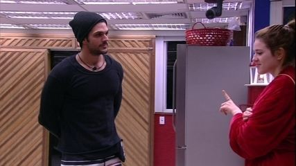 Lucas simula discurso fora da casa: 'Amor, obrigado por ter vindo'
