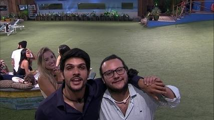 Diego e Lucas mandam recado para noivas