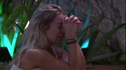 Jéssica chora muito após saída de Lucas