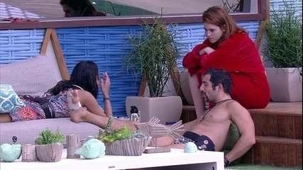 Ana Clara observa jogo de Kaysar e Gleici