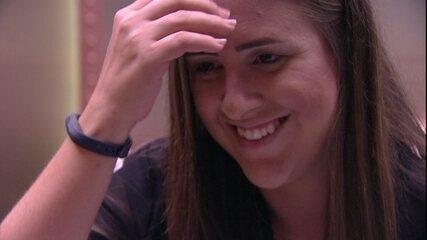 Kaysar fala para Patrícia deixar as coisas esfriarem e sister diz: 'Vontade de te beijar'