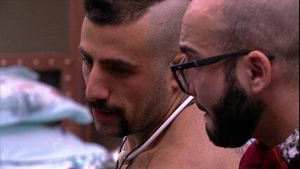 Kaysar consola Mahmoud: 'Você não vai conseguir agradar todo mundo'