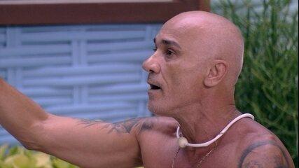 Ayrton retruca Caruso após provocação: 'Você é um cara que falta com respeito