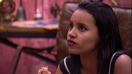 Gleici acompanha conversa de Diego e Patrícia: 'Fiquem aí confabulando que eu quero ver'