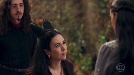 Reveja momentos marcantes da rivalidade entre Catarina e Lucrécia