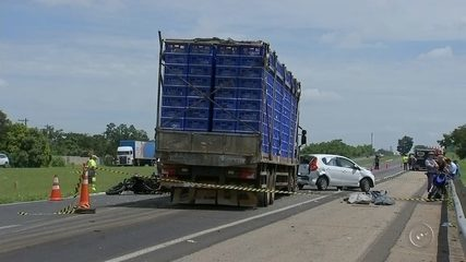 Engavetamento com oito veículos mata casal de idosos na rodovia Castello Branco