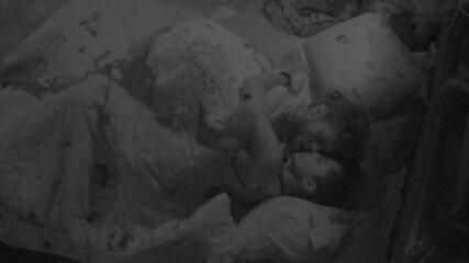 Breno e Paula se beijam no Quarto Submarino