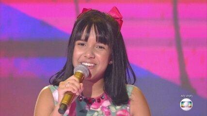 Jennifer Campos canta 'Saber quem eu sou', no show ao vivo do The Voice Kids