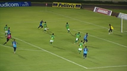 Felipe Alves corta a zaga e marca o primeiro da URT diante do Uberlândia