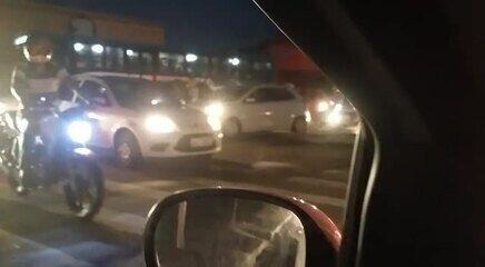 Apagão desliga semáforos e provoca congestionamento na Av. Fernandes Lima, em Maceió