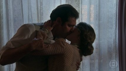 Reveja o primeiro beijo de Elisabeta e Darcy! 🖤