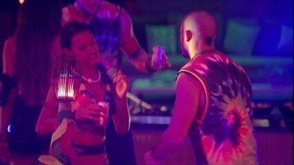 Gleici e Kaysar dançam juntos ao som de Maluma