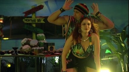 Ana Clara faz quadradinho de costas para Kaysar