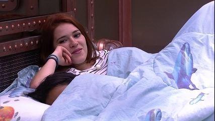 Ana Clara convida Kaysar para brinca de mímica e brother pergunta: 'O que é isso?'