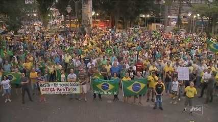 Manifestantes a favor da prisão de Lula em 2ª instância fazem protestos em SC