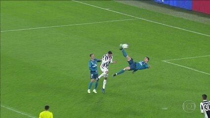 Cristiano Ronaldo faz gol de bicicleta e é aplaudido pela torcida adversária na Liga