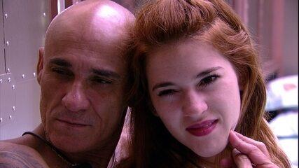 Ana Clara e Ayrton fazem poses no espelho e brincam: 'Olhem que caras de estrategistas'