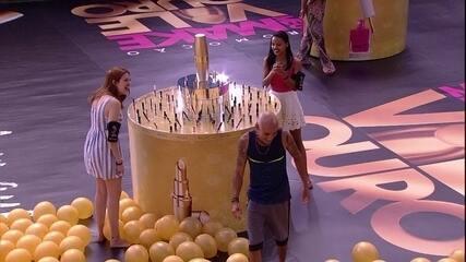 Ana Clara brinca e diz para Ayrton que vai ficar com as barras de ouro