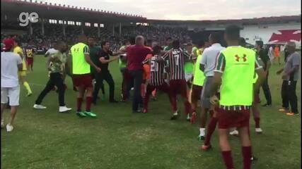 Jogadores e Comissão técnica de Vasco e Fluminense Sub-20 brigam na final da Taça Rio