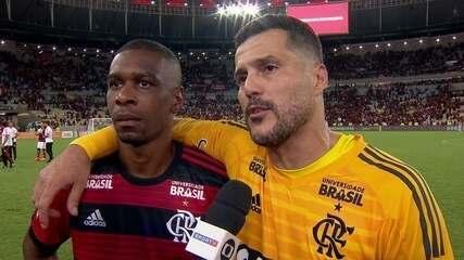 """Ao lado de Juan, Júlio César descreve semana da despedida: """"Turbilhão de emoções"""""""