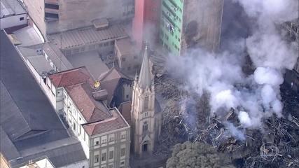 Prédio que pegou fogo e desabou é do Governo Federal. Temer é hostilizado ao visitar local