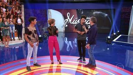 Anitta surpreende compositor no palco do Caldeirão