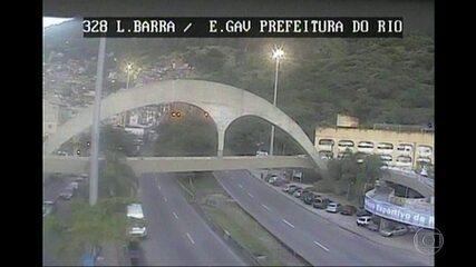 Tiroteio na Rocinha assusta moradores da comunidade e interdita Autoestrada Lagoa-Barra