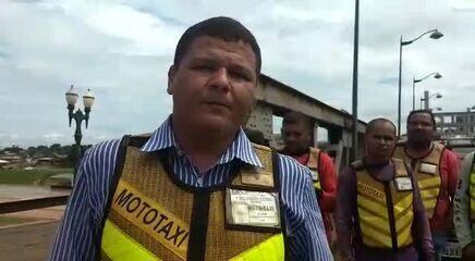 Mototaxistas fecham ponte no Centro de Rio Branco em protesto contra transporte ilegal