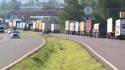 Alta dos combustíveis mobiliza caminhoneiros pelo segundo dia