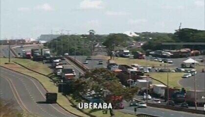 Greve dos caminhoneiros em Uberaba chega ao 4ºdia; veja os reflexos nos setores da cidade
