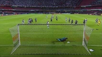 Gol do São Paulo! Nenê cobra pênalti e marca o gol de empate, aos 19' do 1º tempo