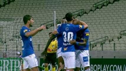 Gol do Cruzeiro! Bruno Silva cruza e Sassá entra com bola e tudo no gol aos 17 do 1º